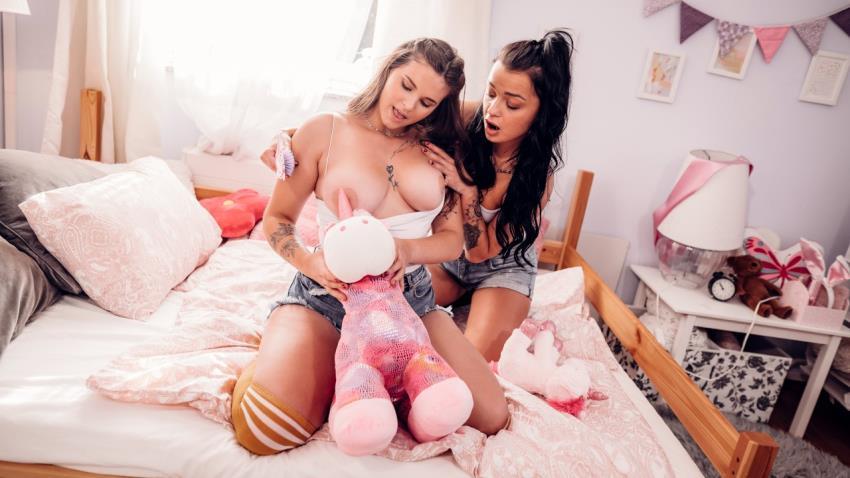 Lesbea.com, SexyHub.com - Erica Black, Taylee Wood
