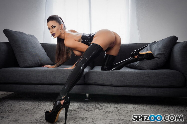 Gia Di Marco - Hot POV Action with Busty Brunette Gia Di Marco [FirstClassPOV/Spizoo / HD 720p]