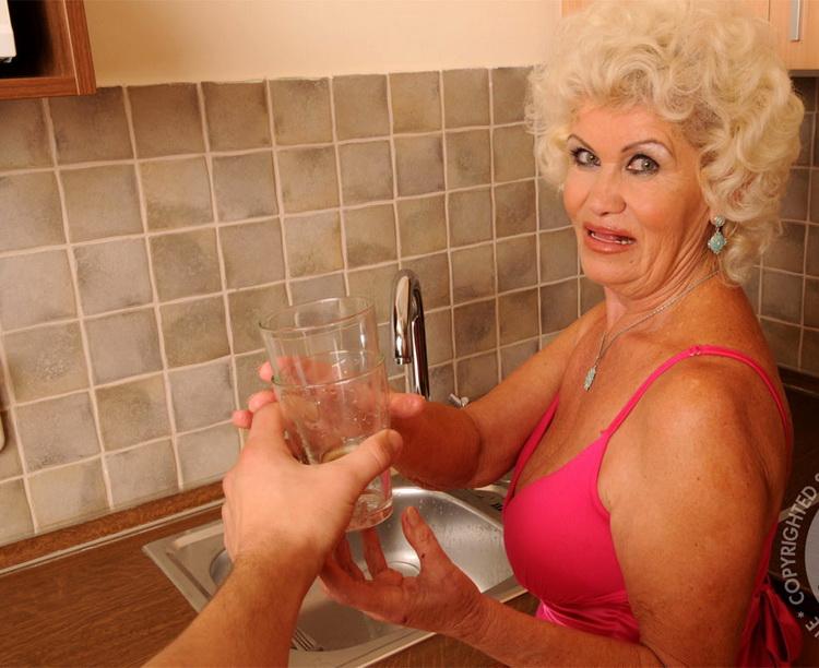 Effie - Bang the Granny (2021/LustyGrandmas/21Sextreme/21Sextury) [SD/540p/ 546 MB]