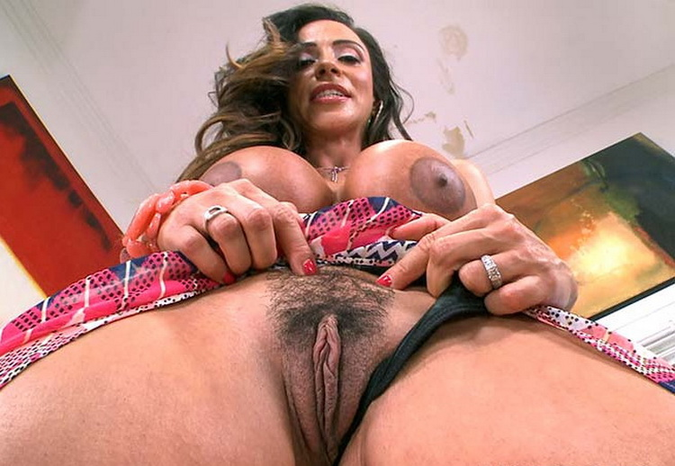 Ariella Ferrera - Big Tits Milf Multiple Orgasms! [BigTitCreamPie/BangBros / HD 720p]