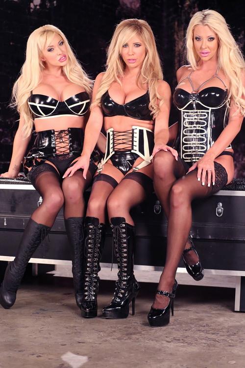Summer Brielle, Tasha Reign, Courtney Taylor - Strap-on Blonde Gang Bang (2021/FemdomEmpire) [HD/720p/ 664 MB]