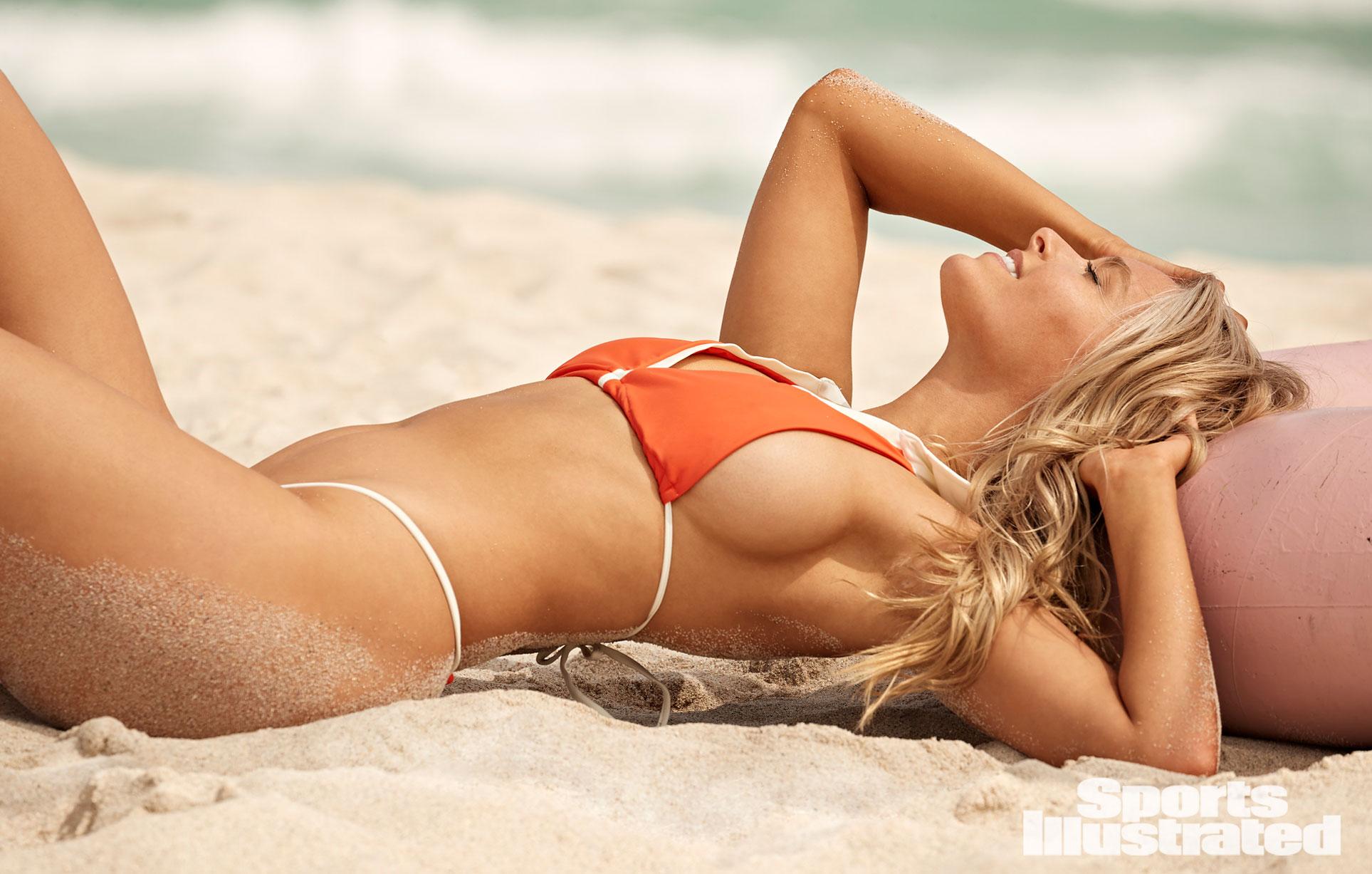 Камилль Костек в каталоге купальников Sports Illustrated Swimsuit 2021 / фото 10