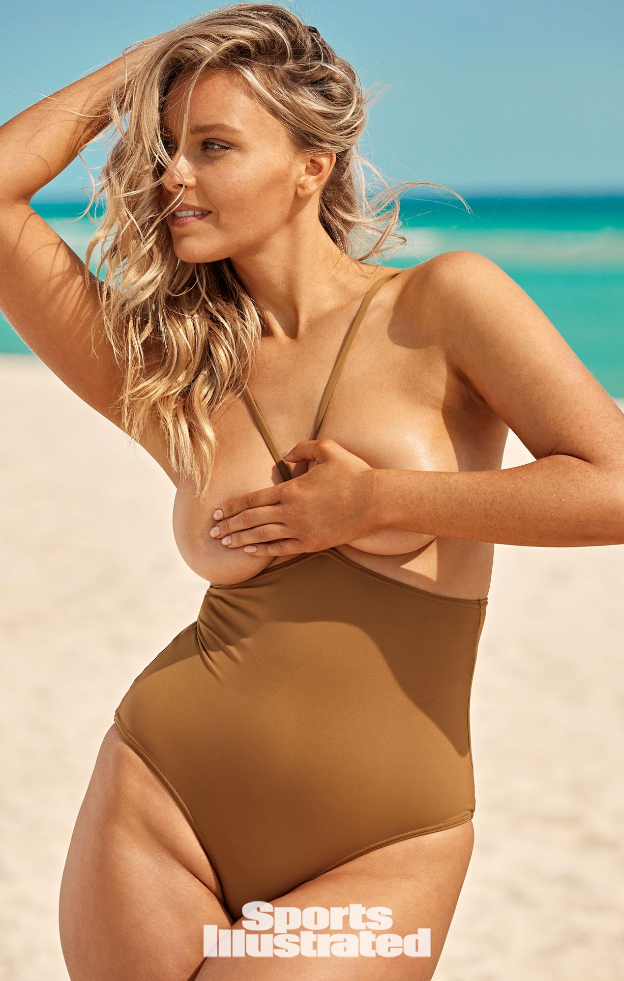Камилль Костек в каталоге купальников Sports Illustrated Swimsuit 2021 / фото 11