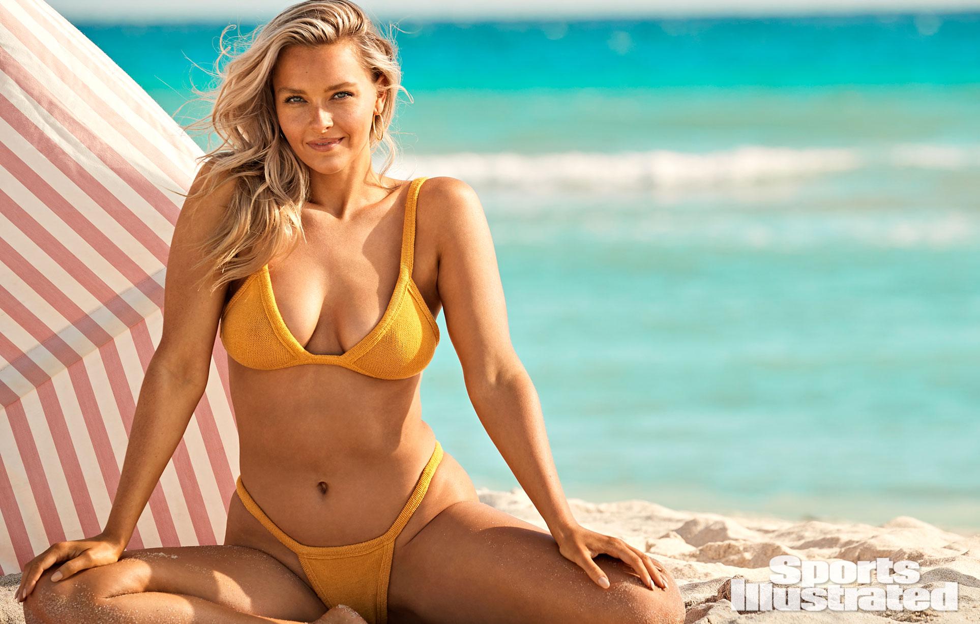 Камилль Костек в каталоге купальников Sports Illustrated Swimsuit 2021 / фото 13