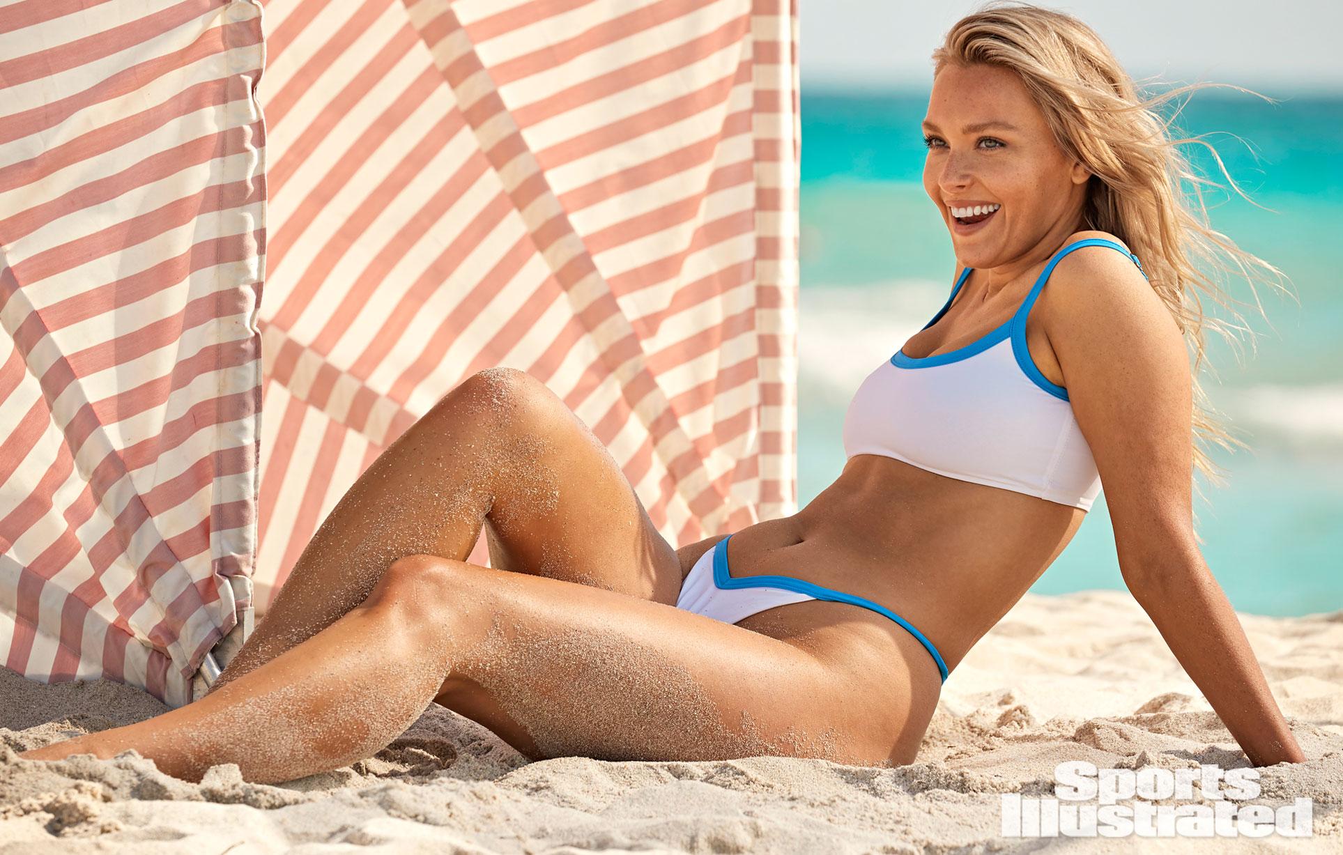 Камилль Костек в каталоге купальников Sports Illustrated Swimsuit 2021 / фото 16