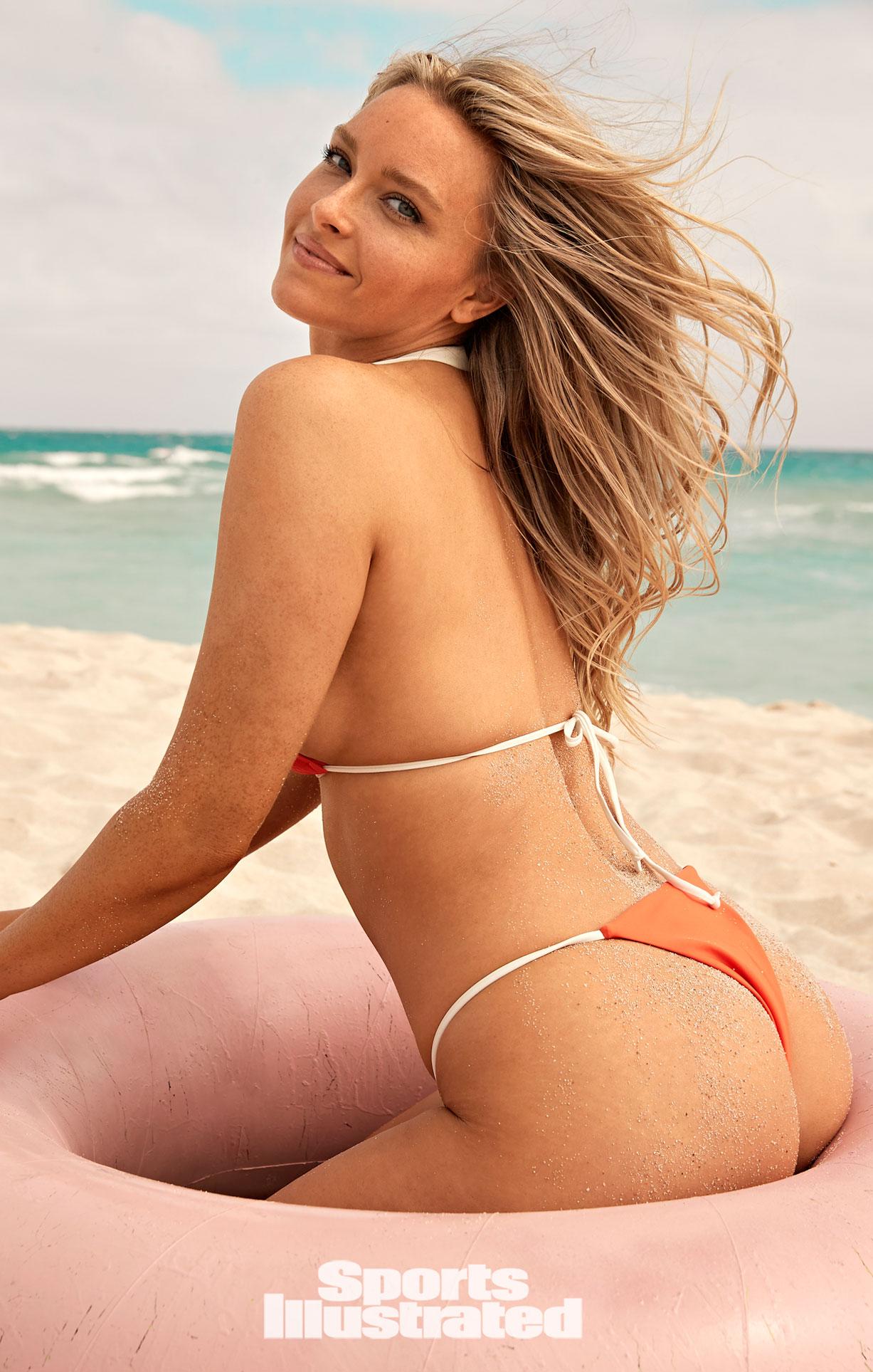 Камилль Костек в каталоге купальников Sports Illustrated Swimsuit 2021 / фото 20