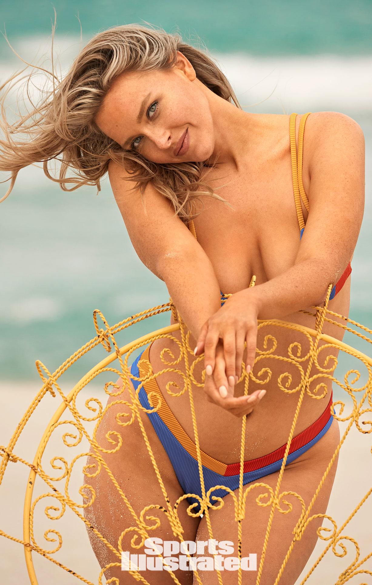 Камилль Костек в каталоге купальников Sports Illustrated Swimsuit 2021 / фото 21